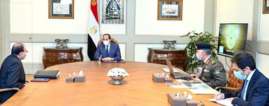 الرئيس السيسي يوجه بإنشاء منظومة مراكز الخدمات الخاصة بالطرق الجديدة