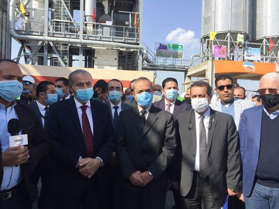 وزير التموين ومحافظ الإسماعيلية يتفقدان مجمع صوامع الغلال بأبوصوير (10)