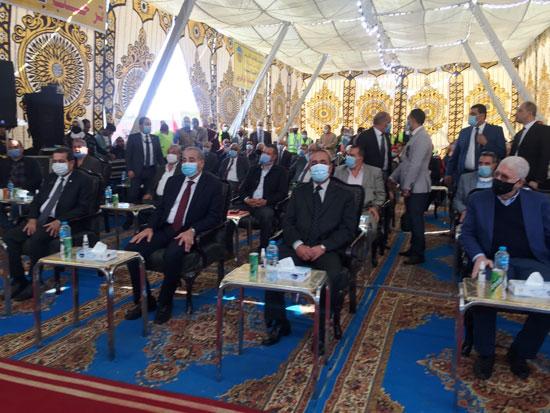 وزير التموين ومحافظ الإسماعيلية يتفقدان مجمع صوامع الغلال بأبوصوير (2)