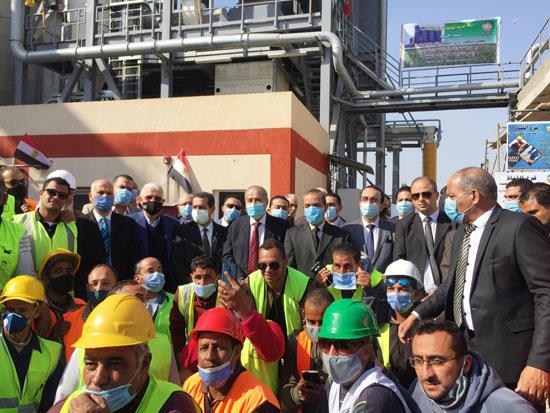 وزير التموين ومحافظ الإسماعيلية يتفقدان مجمع صوامع الغلال بأبوصوير (11)