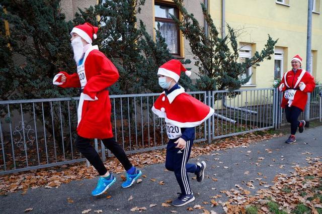 انطلاق سباق سانتا كلوز في ألمانيا