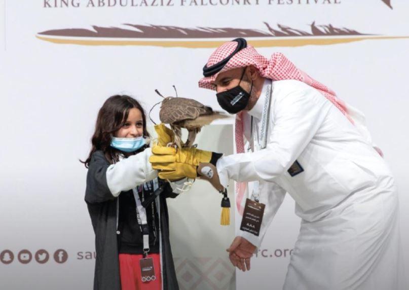 طفلة مشاركة في المهرجان