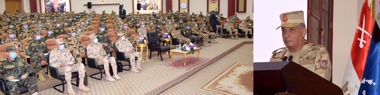 وزير الدفاع يلتقى عددًا من مقاتلى قوات الصاعقة والمظلات (2)