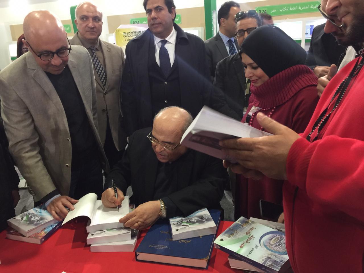 جانب من حفل توقيع كتب الدكتور مصطفى الفقى (1)