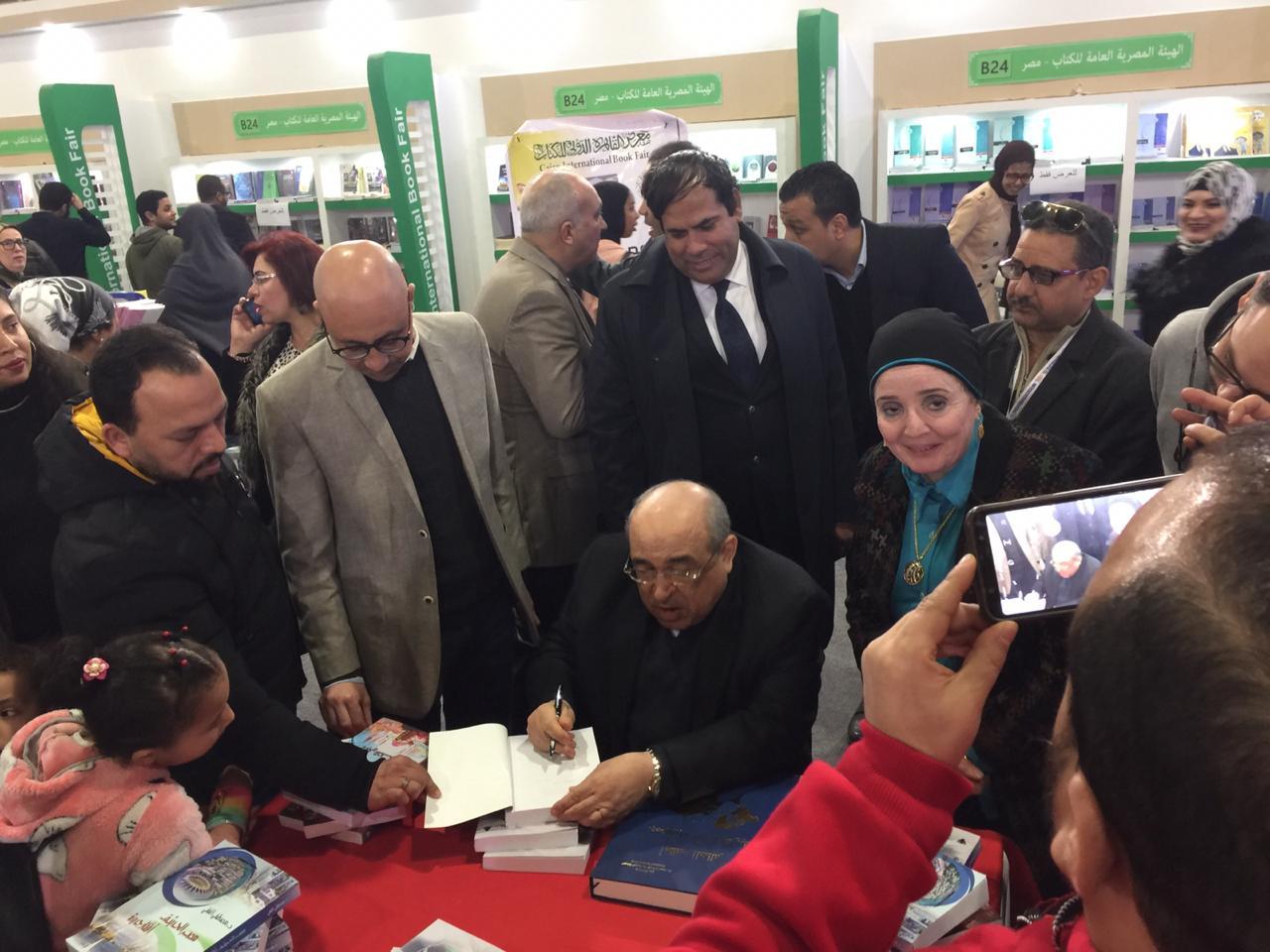 جانب من حفل توقيع كتب الدكتور مصطفى الفقى (2)