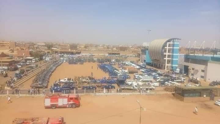 الشرطة تحاصر الملعب