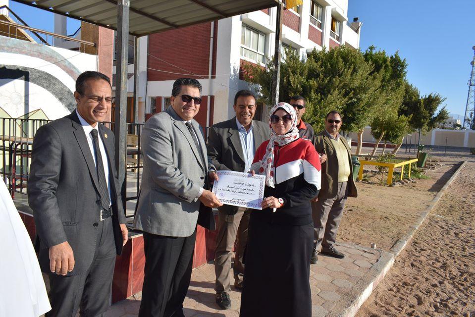 وكيل تعليم جنوب سيناء يكرم المتفوقين بمدرسة الزهور الابتدائية (2)