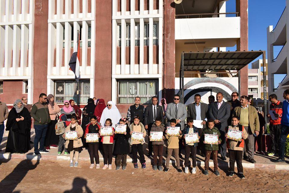 وكيل تعليم جنوب سيناء يكرم المتفوقين بمدرسة الزهور الابتدائية (3)