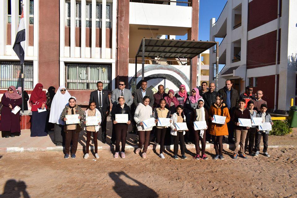 وكيل تعليم جنوب سيناء يكرم المتفوقين بمدرسة الزهور الابتدائية (1)