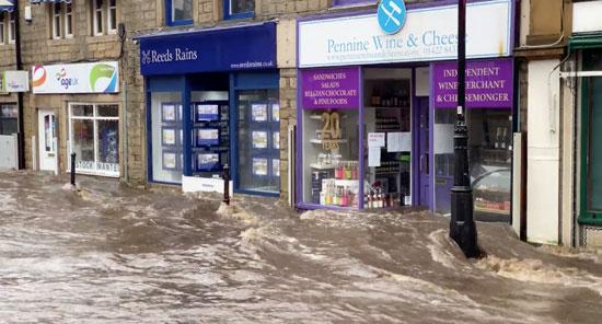 غرق-الشوارع-بسبب-العاصفة-والأمطار-الشديدة