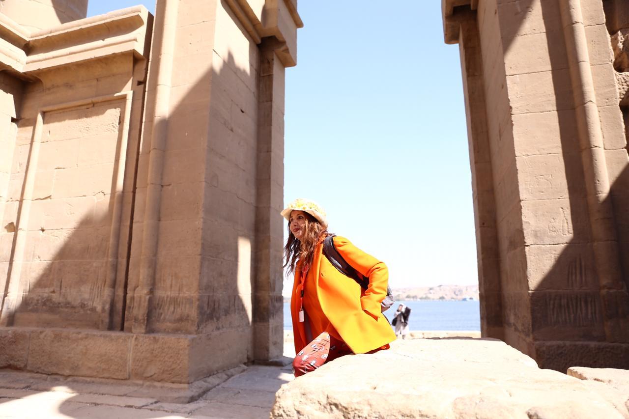 الممثلة والمغنية الإسبانية الشهيرة فيكتوريا أبريل بمعبد فيلة (5)