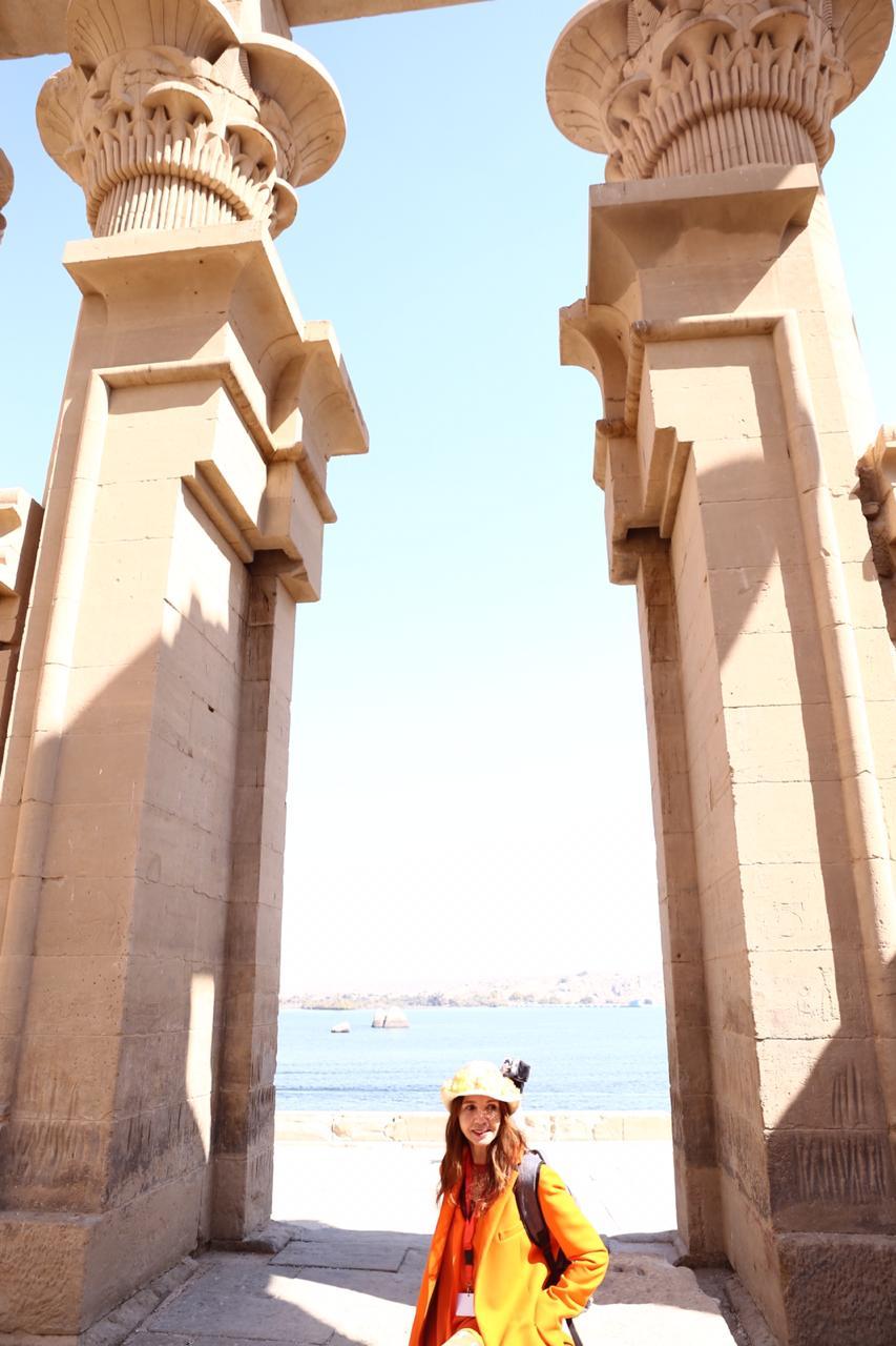 الممثلة والمغنية الإسبانية الشهيرة فيكتوريا أبريل بمعبد فيلة (3)