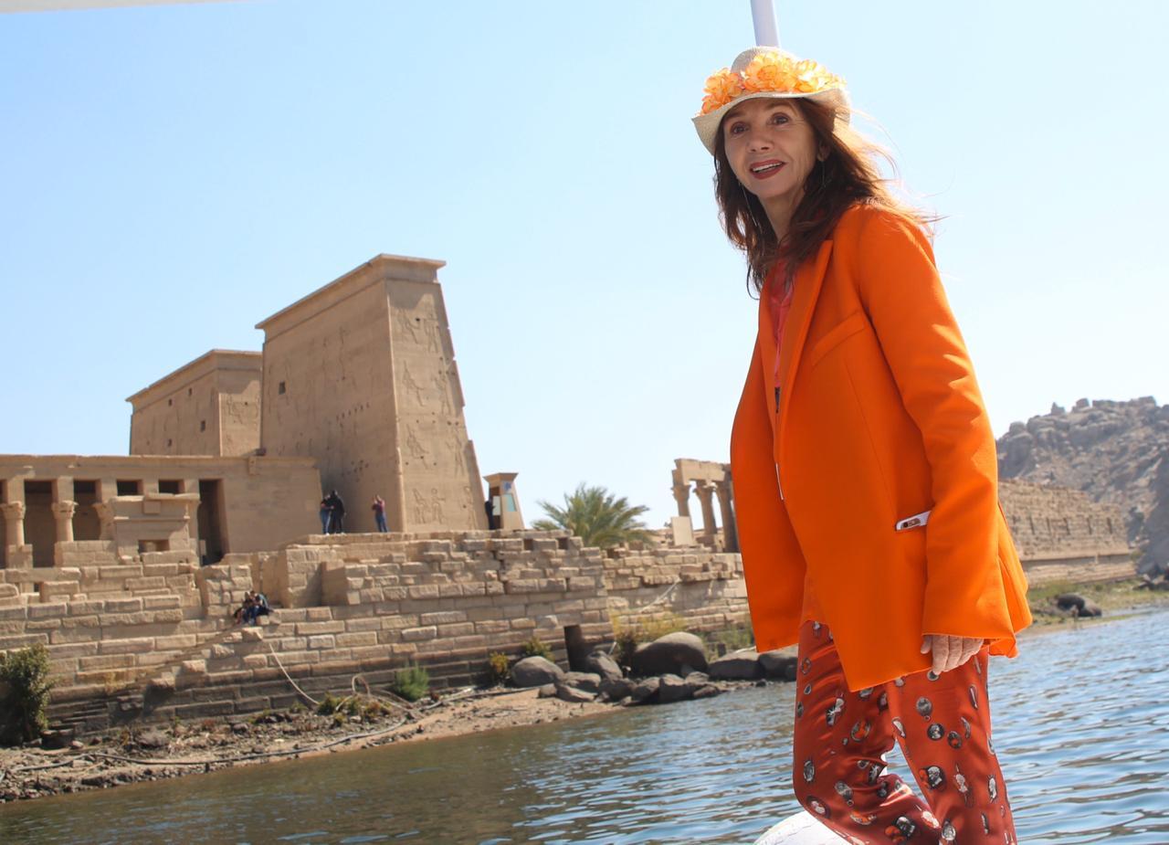الممثلة والمغنية الإسبانية الشهيرة فيكتوريا أبريل بمعبد فيلة (4)