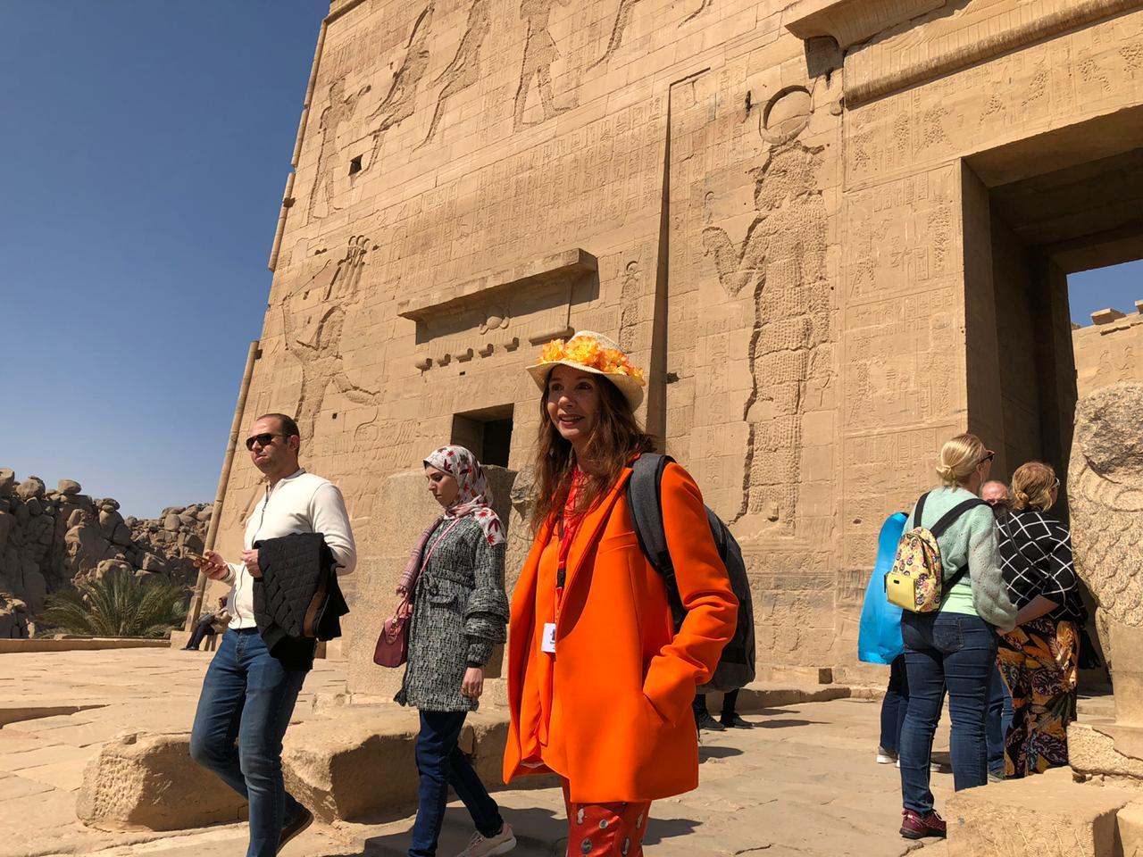 الممثلة والمغنية الإسبانية الشهيرة فيكتوريا أبريل بمعبد فيلة (8)