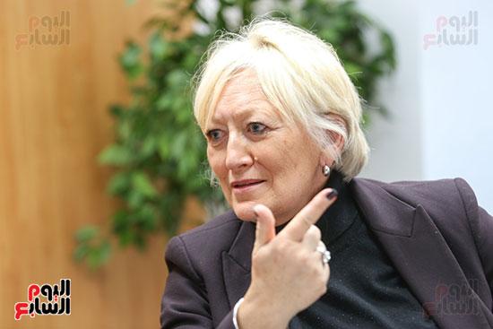 النائبة كاترين موران ديسيلى رئيس لجنة الثقافة والتعليم والإعلام في البرلمان الفرنسي