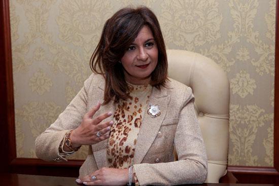 وزيرة-الهجرة-خلال-حوارها-مع-رئيس-تحرير-وكالة-أنباء-الشرق-الأوسط-(3)