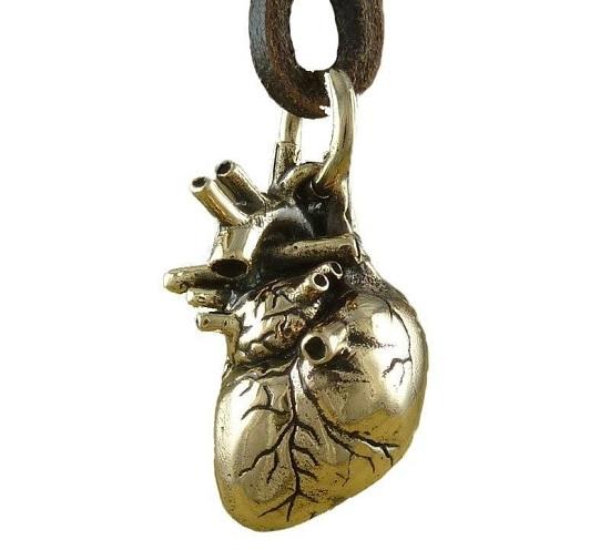 قلادة القلب الحقيقي