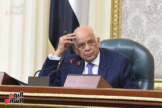 الجلسة العامة بالبرلمان (10)