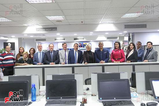 صورة جماعية من قلب صالة تحرير اليوم السابع