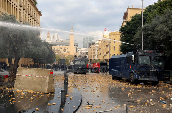 قوات-الأمن-اللبنانى-تحاول-السيطرة-على-الأوضاع
