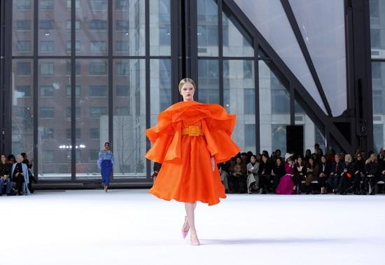 الأورنج يتصدر أسبوع الموضة بنيويورك