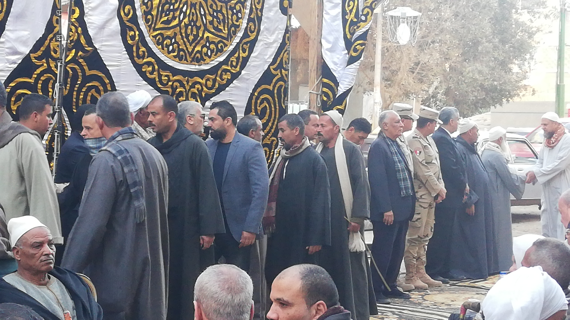 الألاف يؤدون واجب العزاء فى الشهيد مصطفى عبيد بمسقط راسه فى الجيزة (11)