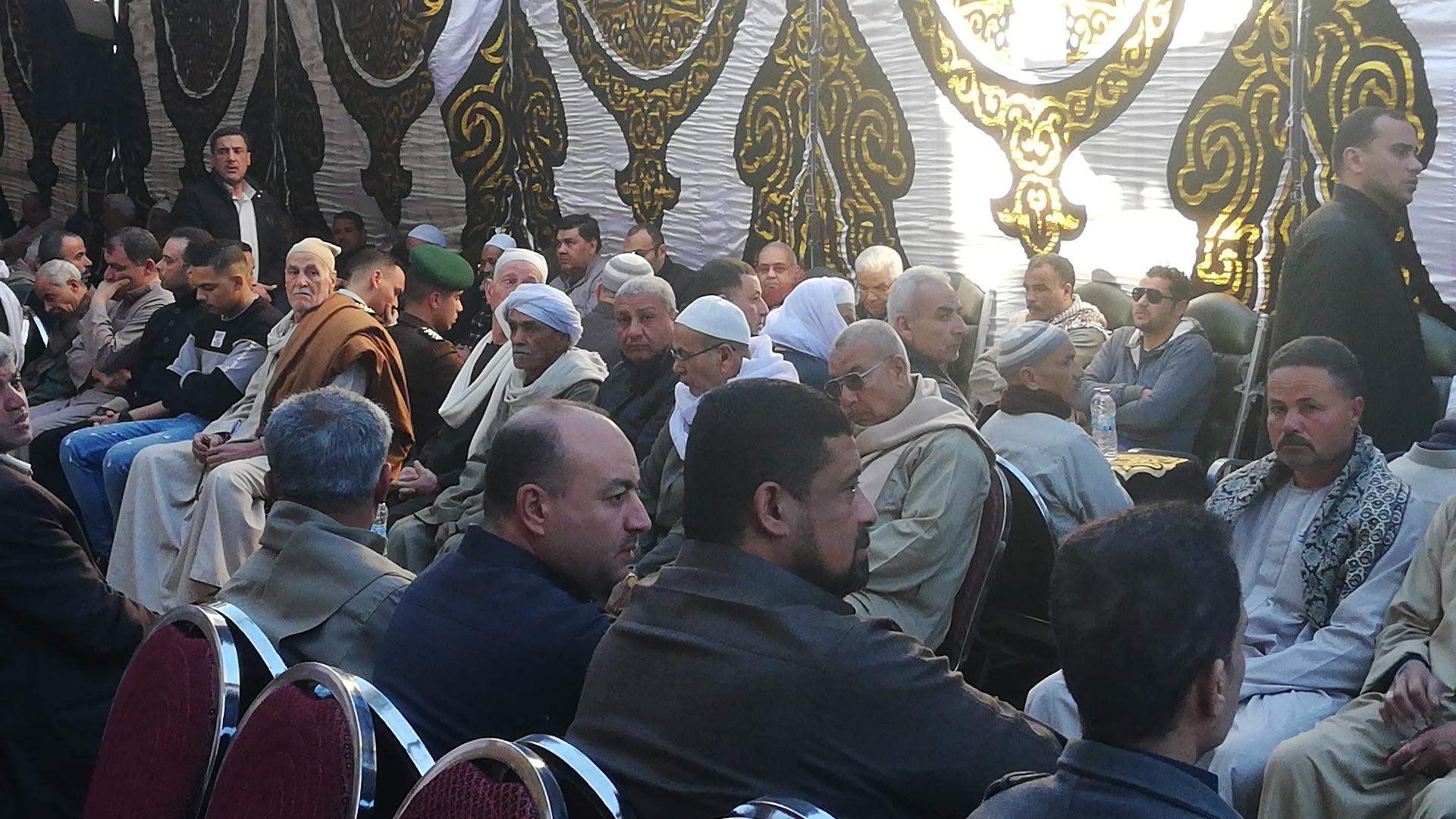 الألاف يؤدون واجب العزاء فى الشهيد مصطفى عبيد بمسقط راسه فى الجيزة (6)