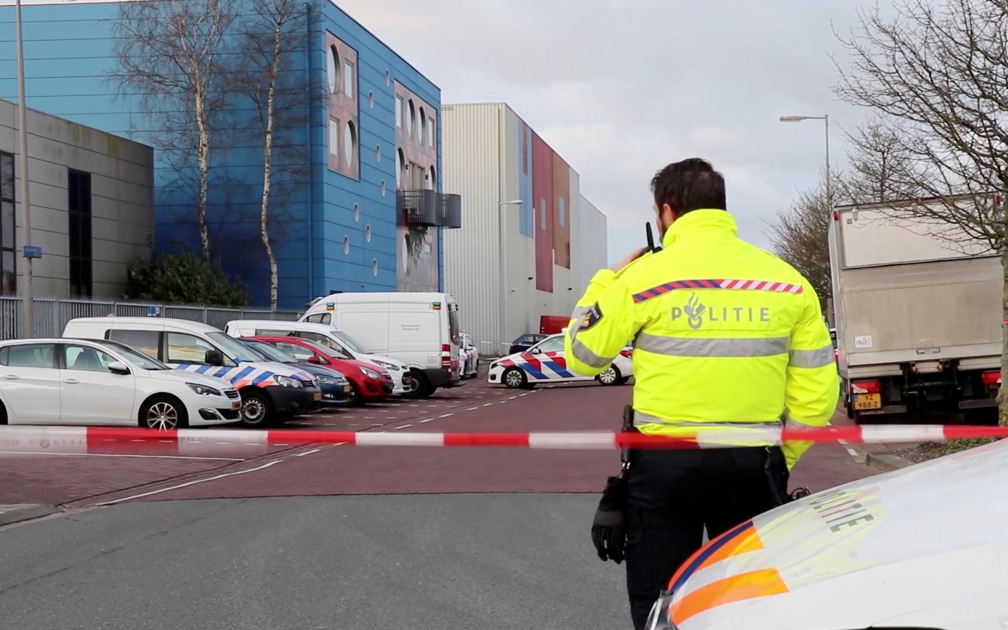شرطة هولندا بموقع الحادث