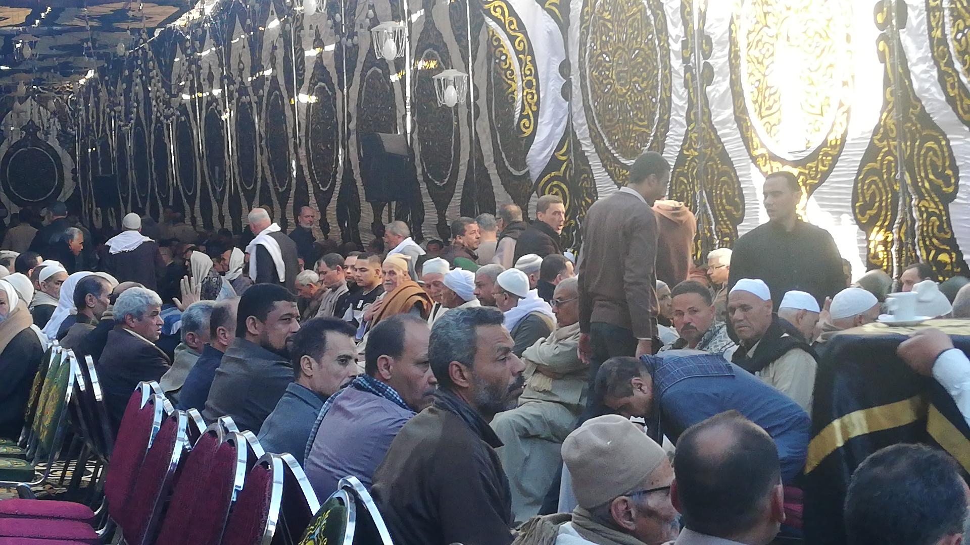 الألاف يؤدون واجب العزاء فى الشهيد مصطفى عبيد بمسقط راسه فى الجيزة (4)