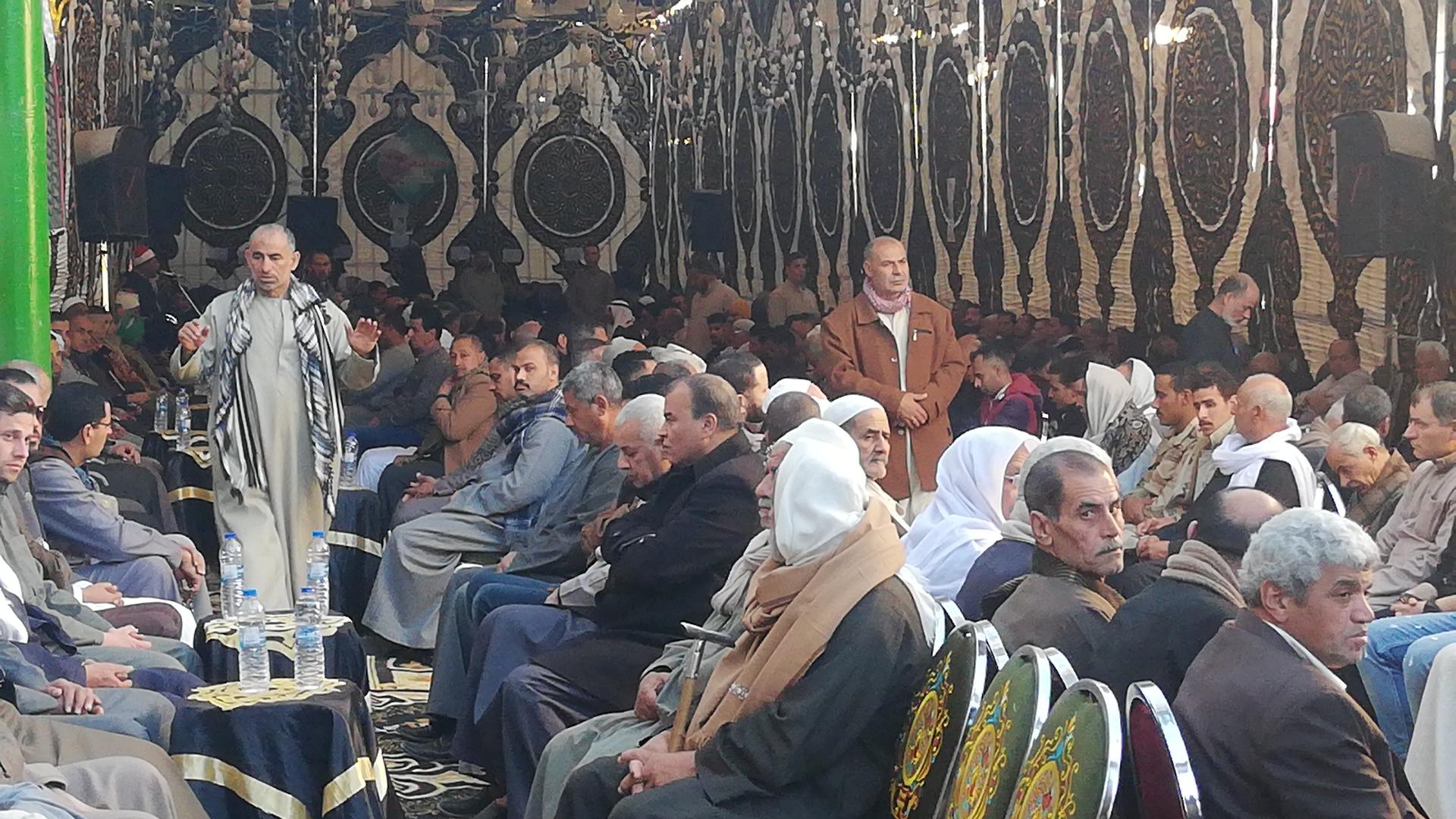 الألاف يؤدون واجب العزاء فى الشهيد مصطفى عبيد بمسقط راسه فى الجيزة (10)