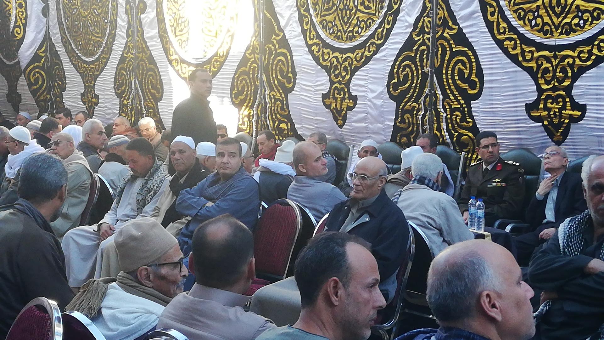 الألاف يؤدون واجب العزاء فى الشهيد مصطفى عبيد بمسقط راسه فى الجيزة (5)