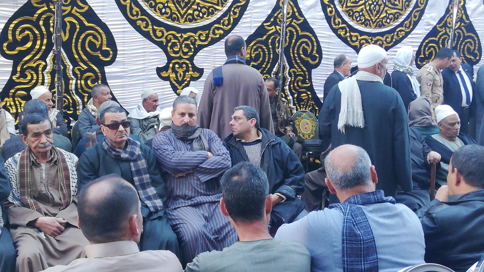 الألاف يؤدون واجب العزاء فى الشهيد مصطفى عبيد بمسقط راسه فى الجيزة (7)