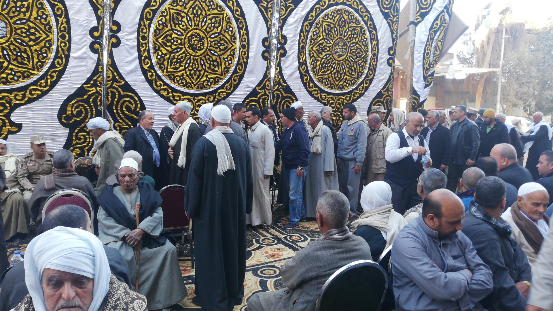 الألاف يؤدون واجب العزاء فى الشهيد مصطفى عبيد بمسقط راسه فى الجيزة (1)