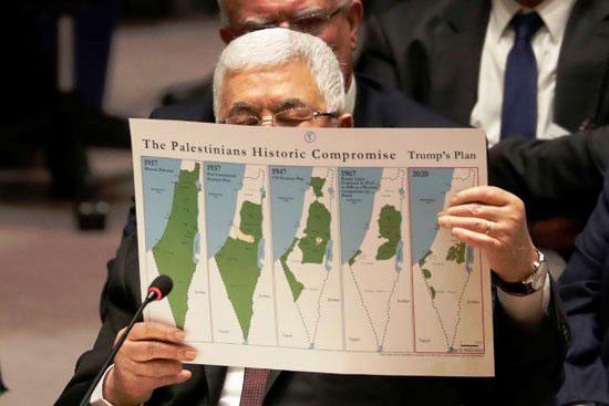الرئيس-الفلسطيني-محمود-عباس-يحمل-وثيقة-أثناء-حديثه-خلال-اجتماع-لمجلس-الأمن