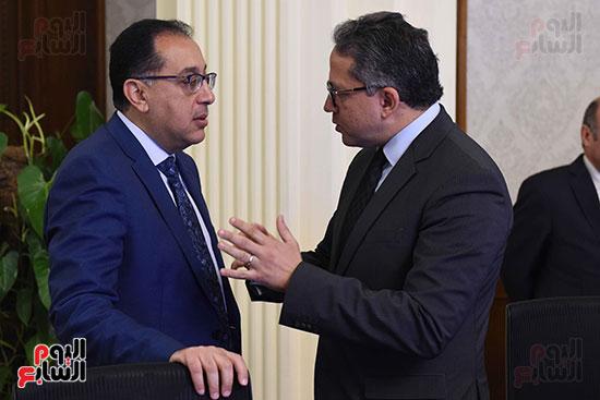 رئيس الوزراء و وزير الاثار