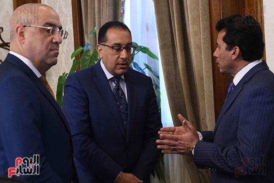 وزير الشباب مع رئيس الوزراء