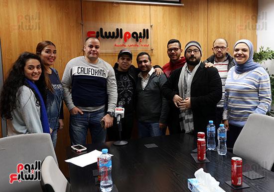 زملاء قسم الفن مع عمر كمال