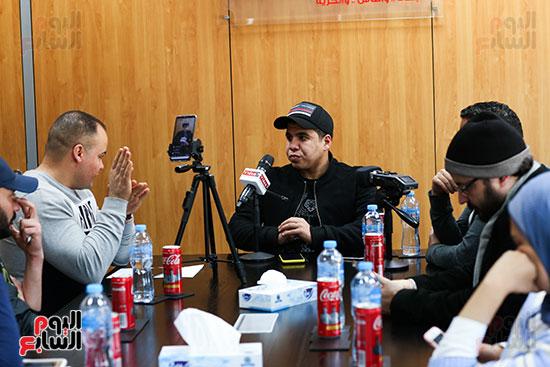 عمر كمال مع الزملاء