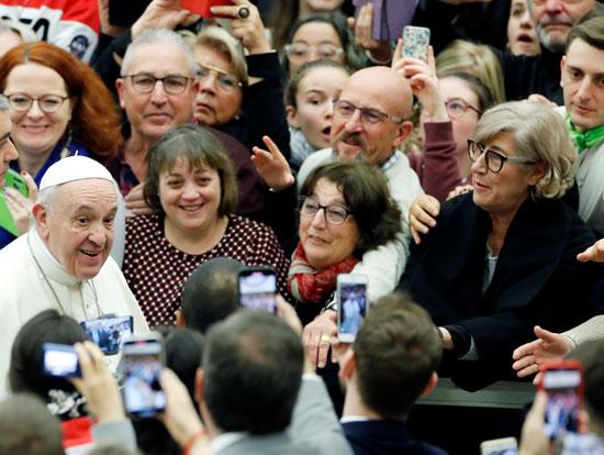 صورة-تذكارية-مع-البابا