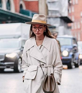 النظارة مع القبعة