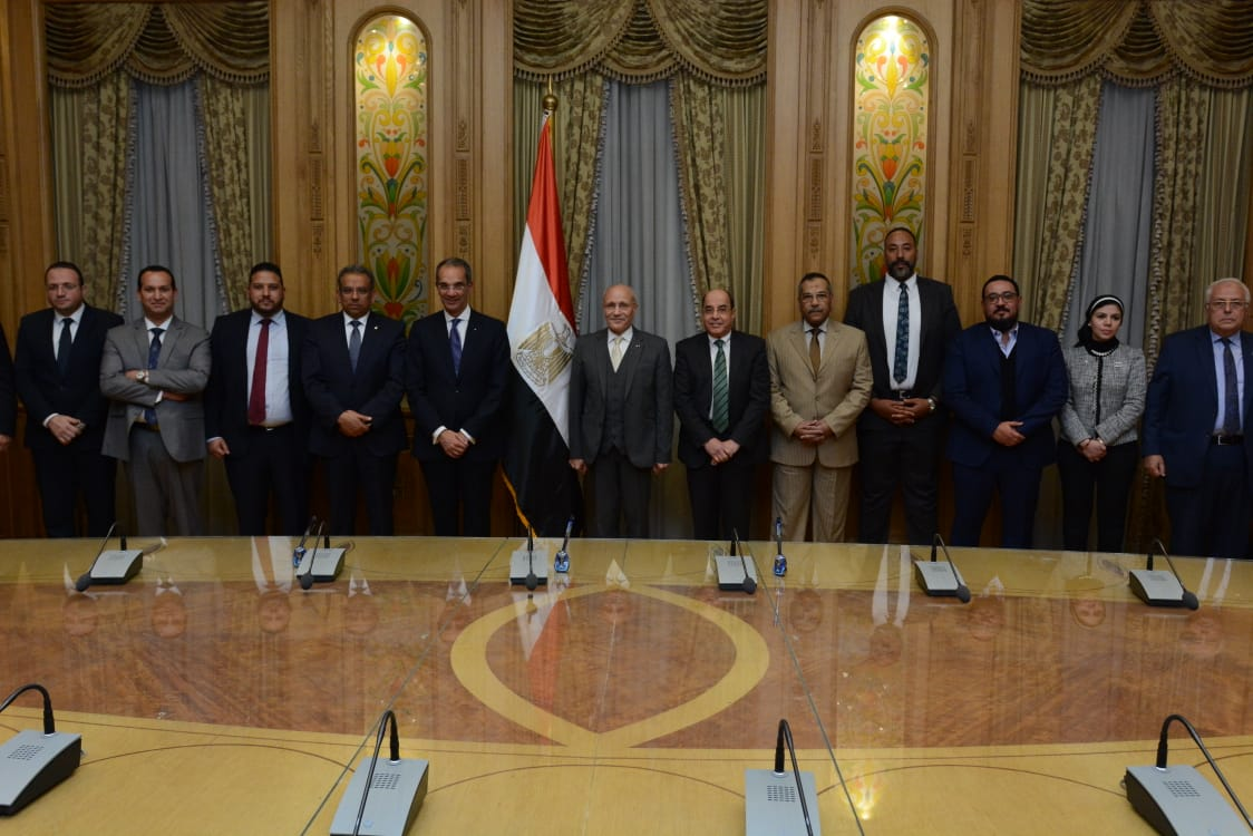 صورة جماعية لمسؤولى الوزارتين
