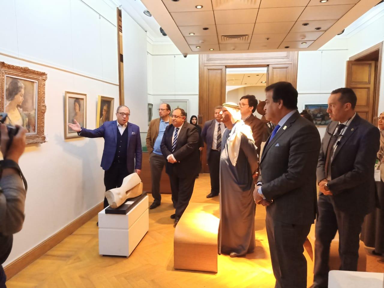 وزير التعليم العالى ووزير التعليم الإماراتى فى زيارة لكلية الفنون الجميلة بالزمالك (2)