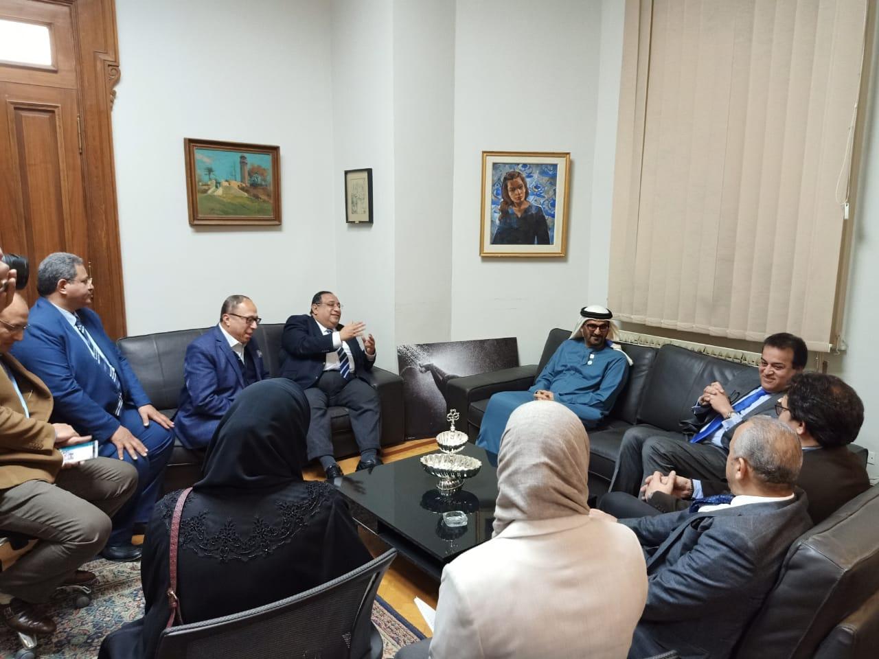 وزير التعليم العالى ووزير التعليم الإماراتى فى زيارة لكلية الفنون الجميلة بالزمالك (3)