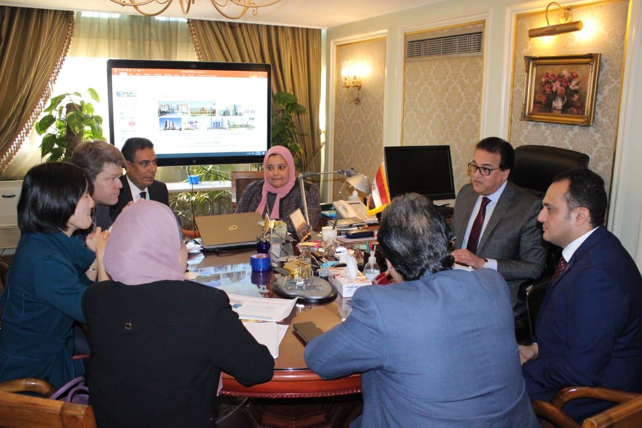 لقاء وزير التعليم العالى وممثلو البنك الدولى (4)