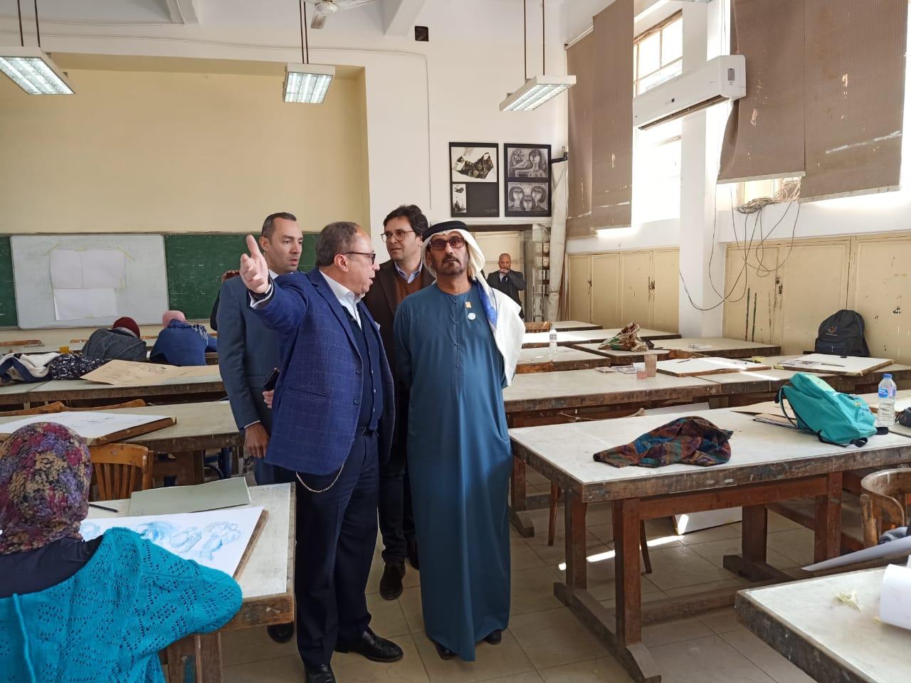 وزير التعليم العالى ووزير التعليم الإماراتى فى زيارة لكلية الفنون الجميلة بالزمالك (7)