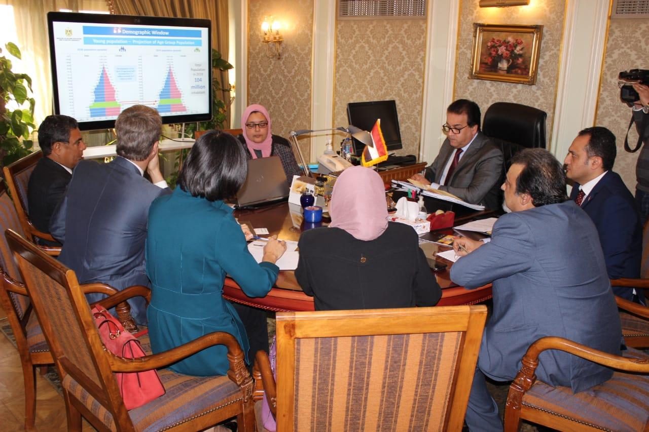 لقاء وزير التعليم العالى وممثلو البنك الدولى (1)