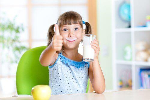 الالبان كاملة الدسم مفيدة لصحة طفلك