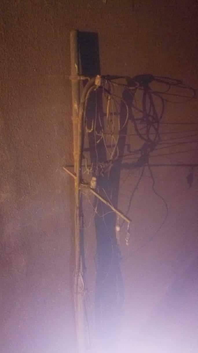 تهالك الاعمدة الكهرابئية (2)