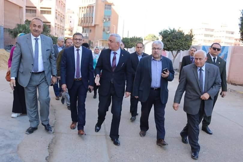 جانب من جولة رئيس جامعة المنوفية (2)