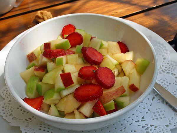التفاح مع الفراولة